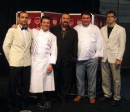 Jordi Estadella junto a varios profesionales.