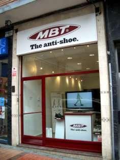 Tienda del anti-zapato MBT en la calle Nafarroa, 16, en Barakaldo.